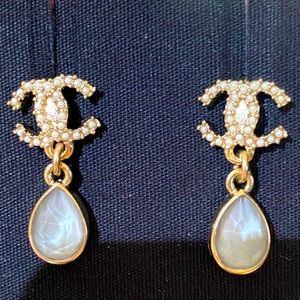 NEW 20K Gold Pearly White Gray Drop Earrings